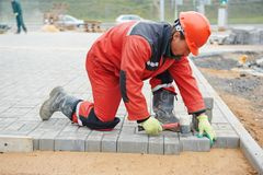 Bürgersteigspflasterungsbauarbeiten Stockbild