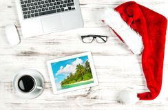Büro-Arbeitsplatz-Kaffee-Reise-Bild Betriebsferien Lizenzfreie Stockfotografie