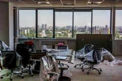Büro, das für das Bewegen auf Neubau prepearing ist Lizenzfreies Stockfoto