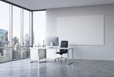 Büro in einem Wolkenkratzer Stockfotografie