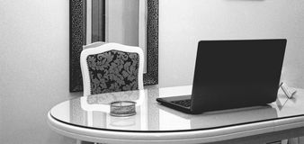 Büro für Arbeit lizenzfreie stockfotografie
