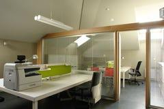 Büro im Dachboden Stockbild
