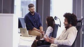 Büro-Szene im Call-Center stock video footage