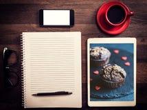 Büro- und Blogkonzept Lizenzfreie Stockbilder