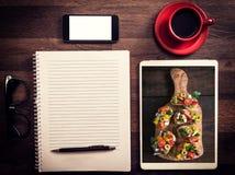 Büro- und Blogkonzept Lizenzfreie Stockfotos