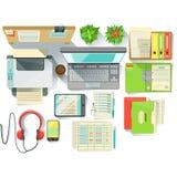 Büroangestellt-Schreibtisch mit Dienstprogrammen und stationäres einschließlich Lap Top Files And Printer Lizenzfreies Stockbild