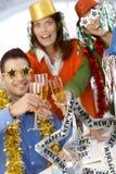 Büroangestellte, die neues Jahr feiern Lizenzfreie Stockbilder