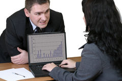 Büroangestellte - Gespräch Stockfotos