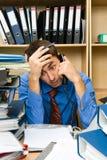 Büroangestellter überbelastet Lizenzfreies Stockbild