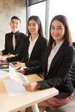 Büroangestellter in der Sitzung Lizenzfreie Stockfotos