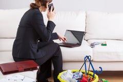 Büroarbeit zu Hause stockbild