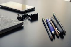 Büroartikel auf meinem Schreibtisch Lizenzfreie Stockfotos