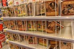 Büroartikel für das Studienjahr im Supermarkt Lizenzfreie Stockfotografie