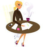 Büroberufsfrau in der Arbeit - am Büroschreibtisch Lizenzfreies Stockfoto