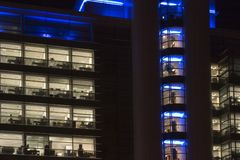 Büroblöcke nachts, Leeds-Stadtzentrum, West Yorkshire, Engla Stockfotografie