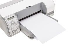 Bürodrucker mit Papier für den Druck des Textes Stockbilder