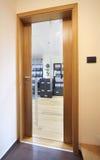 Büroeingang Stockbild