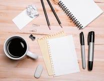 Büroeinrichtung mit Kaffee Lizenzfreie Stockfotos
