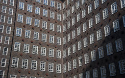 Bürogebäude des roten Backsteins Stockfotografie