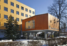 Bürogebäude in Liptovsky Mikulas slowakei lizenzfreie stockfotos