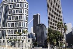 Bürogebäude und Autobahn 110 Stockfotos