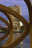 Bürogebäude und Skulptur in Albanien, NY Lizenzfreies Stockfoto