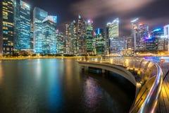 Bürogebäude, Wolkenkratzer in zentralem Bereich Singapurs lizenzfreie stockfotos