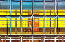 Bürogebäudefenster, der abstrakte Hintergrund Stockfoto