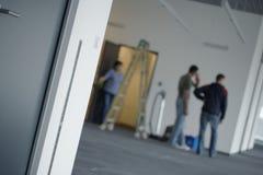 Bürogebäudereparaturen oder -reinigung stockfoto