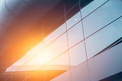Bürogeschäfts-Glasfenster-Außengebäude Stockfotos