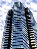 Bürohaus in den Wolken Stockbild