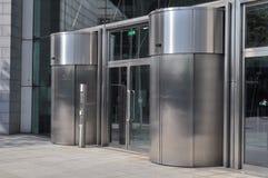 Bürohaus-Eingang Lizenzfreie Stockfotografie