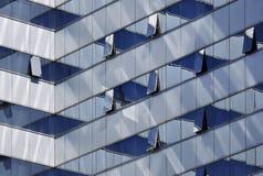 Bürohaus-Fassade Stockfotos
