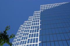 Bürohaus im Stadtzentrum gelegen lizenzfreie stockfotografie