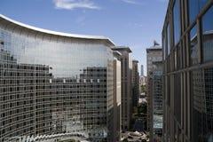 Bürohaus und Geschäftszentrum stockbild