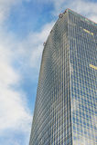 Bürohaus und Himmel stockfoto