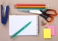 Bürohilfsmittel (oder Schulehilfsmittel) Stockfotos