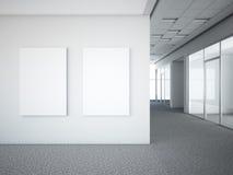 Büroinnenraum mit zwei weißen Rahmen Lizenzfreie Stockfotos