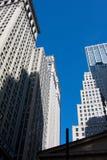 Büros im blauen Himmel Stockbild