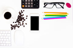 Büroschreibtisch mit Kaffee Lizenzfreies Stockfoto
