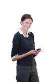 Bürosekretärin mit intelligentem Telefon Lizenzfreie Stockfotografie