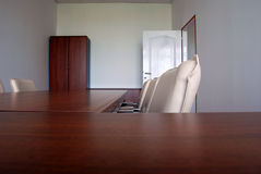 Bürostühle und -schreibtisch Stockbild