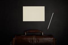 Bürotisch mit Zubehör Lizenzfreie Stockbilder