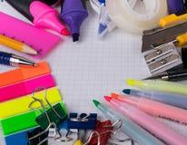 Bürowerkzeuge und -briefpapier lizenzfreies stockfoto