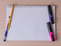 Bürowerkzeuge und -briefpapier lizenzfreie stockbilder