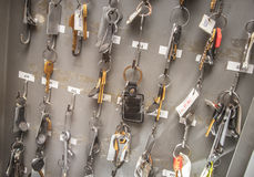 Bürozimmerschlüssel mit Tags Stockfoto