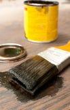 Bürste für das Malen hölzern in der Dunkelheit stockfotografie
