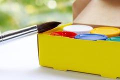 Bürste, Farbe, künstlerisch Werkzeuge für kreative Arbeit lizenzfreies stockbild