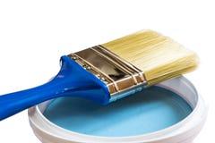 Bürste und blaues Farbenglas mit Stockbilder