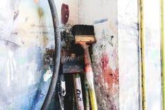 Bürsten der großen Größe in einer Kunstwerkstatt Bürsten für das Zeichnen an der Kunstakademie Lizenzfreie Stockbilder